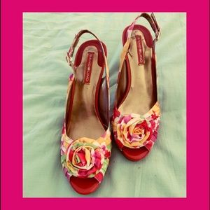 BANDOLINO 4in.heels floral print w/flower at toes